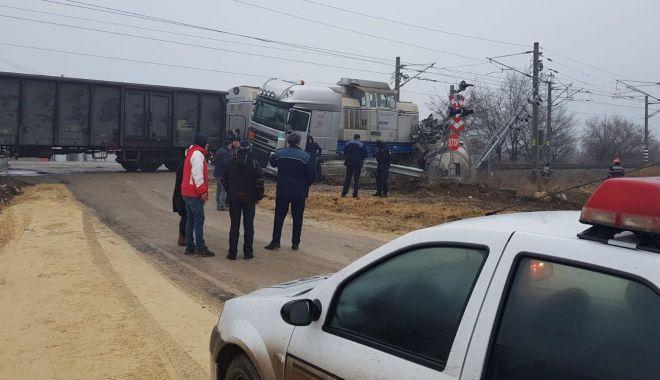 Foto: Cisternă cu motorină, lovită de tren, în Portul Constanţa