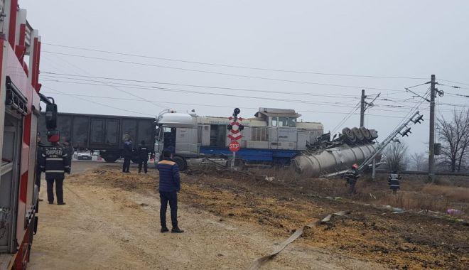 Cisternă cu motorină, lovită de tren, în Portul Constanţa - cisterna3-1548419505.jpg