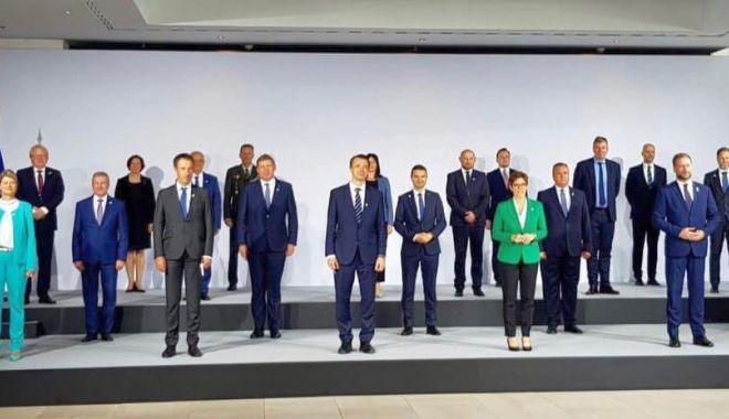 Foto: Ministrul Apărării, prezent la o importantă reuniune internațională