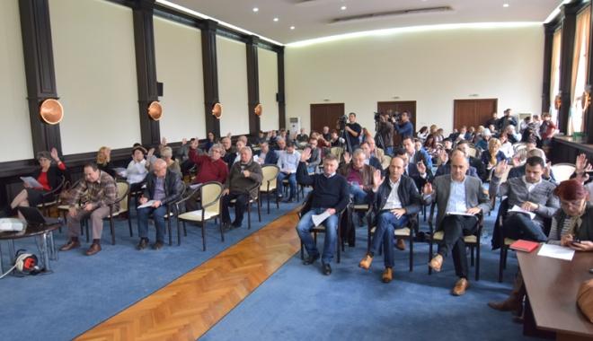 Foto: Problemele de interes judeţean, dezbătute  de consilierii CJC. Primăriile au primit bani