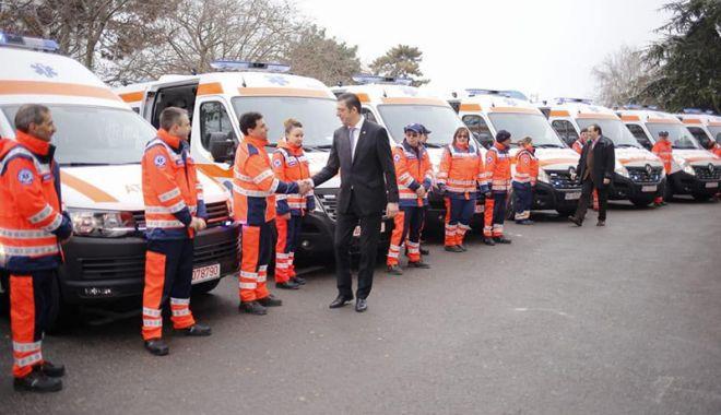 Foto: A venit Moș Crăciun la Serviciul de Ambulanță Județean! Cum a înnoit parcul auto