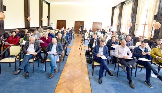 Foto: Consilierii de la CJC se reunesc, în ședință, să împartă banii județului