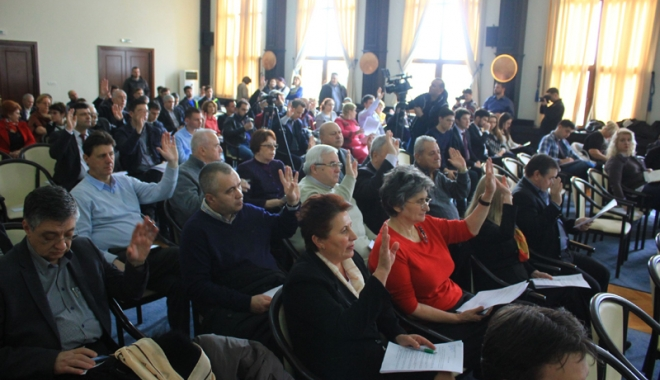 Foto: Consilierii judeţeni se reunesc în ultima şedinţă din acest mandat. Ce vor discuta
