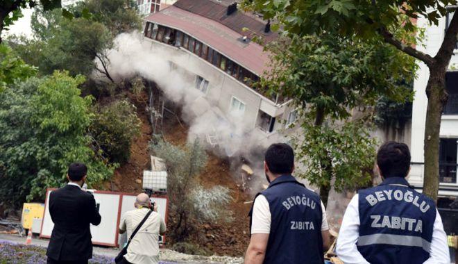 Foto: Un imobil s-a prăbuşit în centrul  Istanbulului,  din cauza ploilor