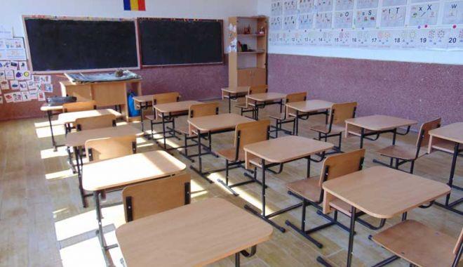 Notele şi absenţele tuturor elevilor, înregistrate într-un catalog şcolar online. Părinţii vor avea acces în permanenţă - clasagoala-1552554225.jpg