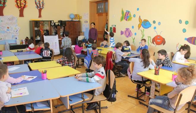 Foto: Psihologii şcolari aşteaptă copiii la examinat