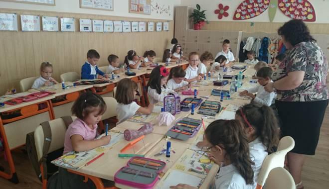 """Foto: Şcolile bune din Constanţa, sufocate la clasa zero. Cine le """"salvează"""" pe învăţătoare?"""