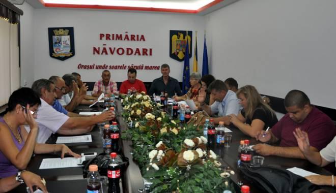 Foto: Consilierii din Năvodari, în sprijinul locuitorilor. Se primesc cererile pentru subvenţiile la căldură