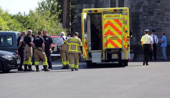 Foto: Un preot a intrat în plin cu maşina într-un grup de enoriaşi