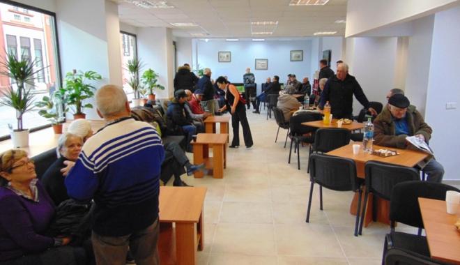 Foto: Un nou club al pensionarilor,  la Constanţa