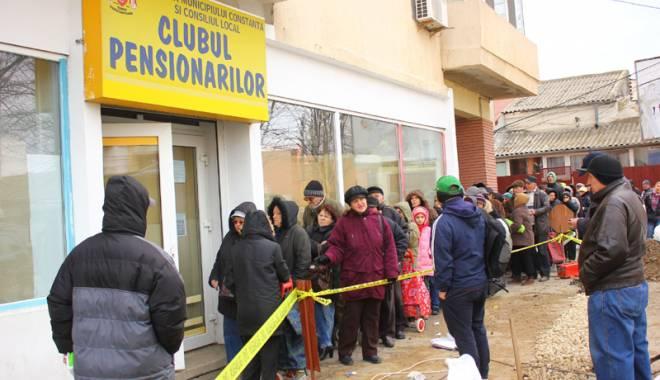 Foto: Primăria Constanţa începe distribuirea pachetelor  pentru pensionari