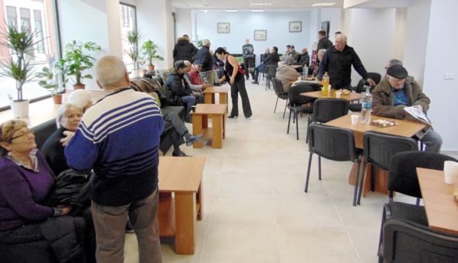 Foto: Cluburile de pensionari, în atenţia poliţiştilor! Ce avertismente le-au transmis