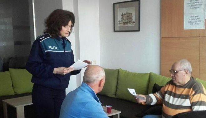Foto: Cluburile  de pensionari din Constanţa, în atenţia poliţiştilor