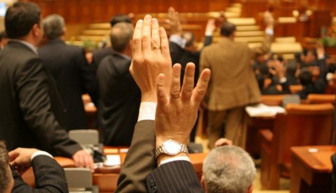 Foto: Aleşii locali, protejaţi în faţa legii! Un nou proiect controversat a trecut de Camera Deputaţilor
