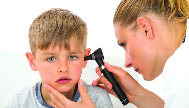 Monitorizați-vă copiii! Tulburările de auz pot apărea oricând