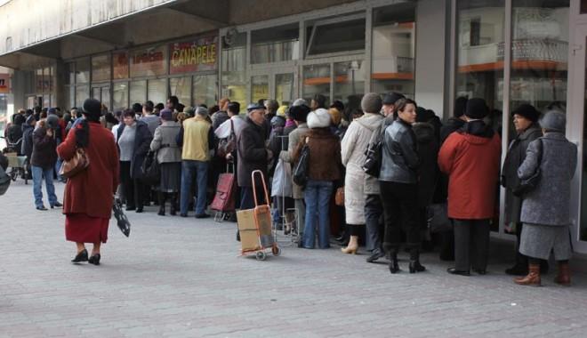 Foto: La Năvodari se distribuie alimentele acordate de Uniunea Europeană