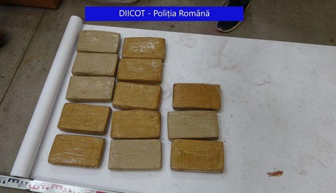Jumătate de tonă de COCAINĂ, găsită în baxuri de banane. Au ajuns în țară prin portul Constanța? - coca-1627553193.jpg
