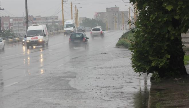 Foto: Cod galben de ploi torenţiale, furtuni şi grindină, la Constanţa