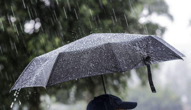 Foto: Avertizare meteo, la Constanţa. Averse torenţiale, frecvente descărcări electrice, vijelii şi grindină, în zilele următoare