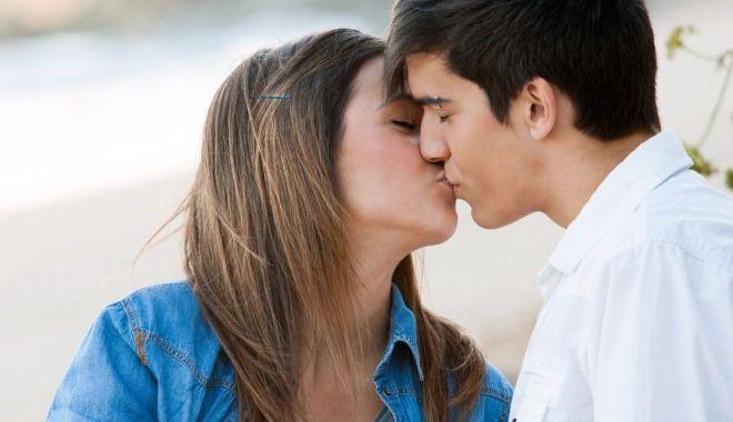 Foto: Codul bunelor maniere printre adolescenţi