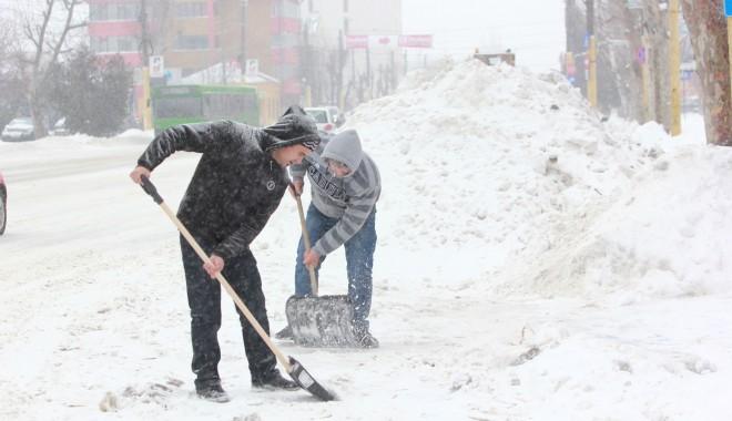 Foto: A fost furtună în tot judeţul. 30 de localităţi nu au nici acum apă potabilă