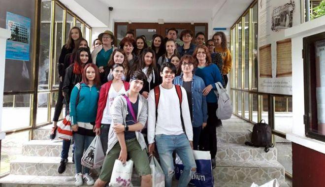 Elevii Colegiului Comercial
