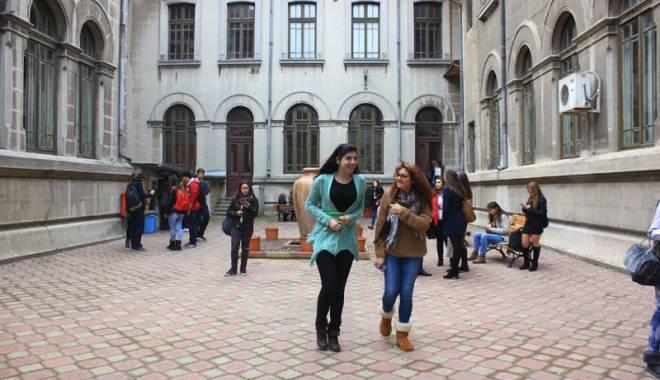 """Foto: Pedepse aspre pentru elevii care au fumat etnobotanice în Colegiul """"Mircea"""""""