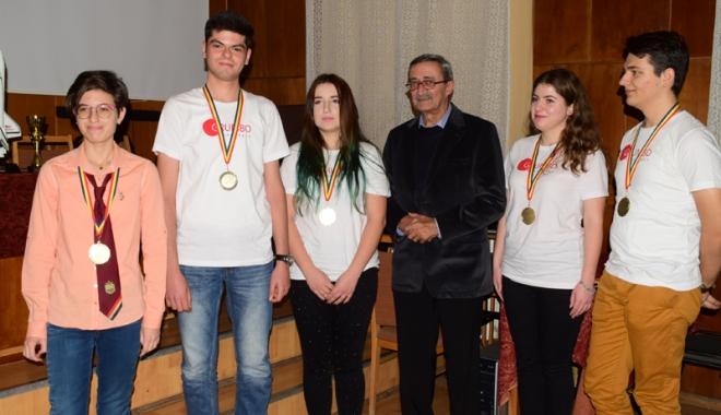 Foto: Ziua Naţională a României, sărbătorită de mircişti cu numeroase premii la concursuri internaţionale