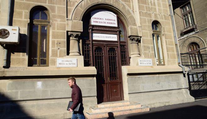 """Foto: Colegiul Naţional """"Mircea cel Bătrân"""", selectat  în programul naţional  al centrelor de excelenţă  în informatică"""