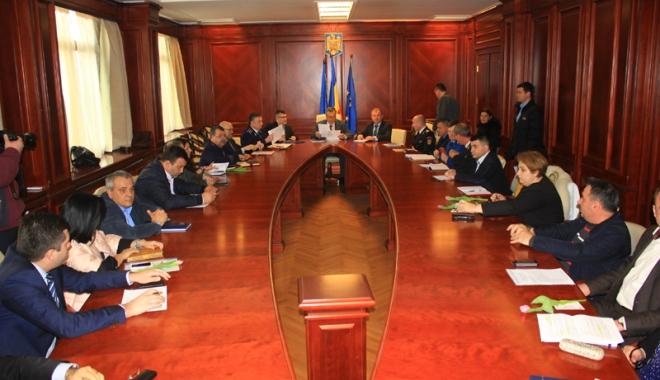 Foto: Şefii deconcentratelor, chemaţi la raport la Colegiul Prefectural