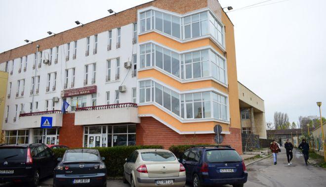 """Foto: TÂNĂRĂ BĂTUTĂ în curtea Colegiului Naţional de Arte """"Regina Maria"""" / AGRESORUL A FOST IDENTIFICAT"""