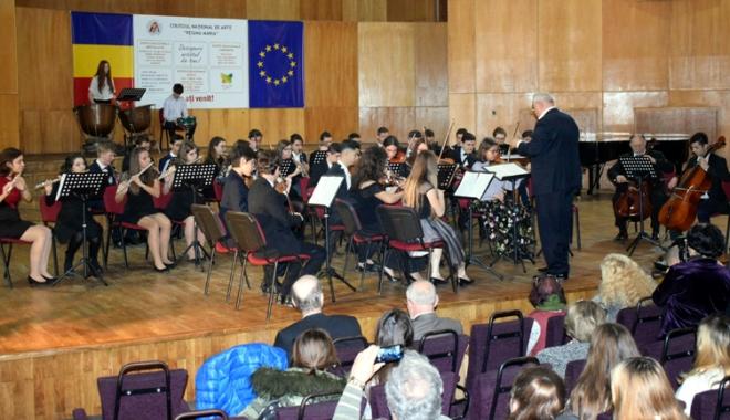 "Foto: Colegiul Naţional de Arte ""Regina Maria"", la ceas aniversar"