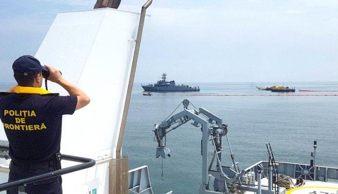Foto: Coliziune între două nave. Exerciţiu de antrenament în Marea Neagră