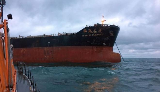 Foto: Coliziune între un tanc petrolier şi un bulk-carrier
