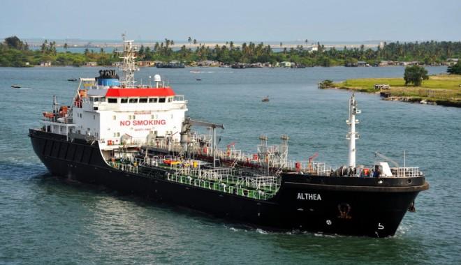 """Foto: Comandantul şi şeful mecanic de pe nava """"Althea"""", răpiţi de piraţi"""