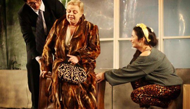 """Foto: Comedia """"Desculț în parc"""" revine pe scena Teatrului de Stat"""