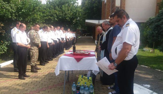 Galerie foto / Militarii căzuţi la datorie în accidental aviatic de la Tuzla, comemoraţi de colegi şi părinţi
