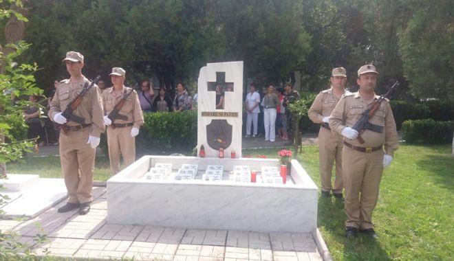 Foto: Opt ani de la accidentul aviatic de la Tuzla. Ceremonie pentru comemorarea militarilor căzuţi la datorie