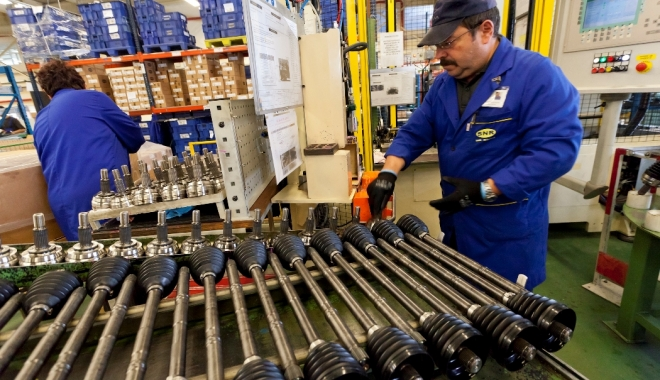 Foto: Iată cu cât au crescut comenzile noi din industrie