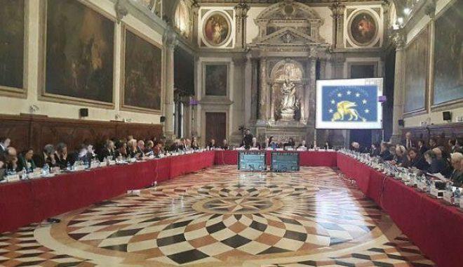 Foto: Comisia de la Veneţia, raport dur pe tema modificării legilor justiției în România