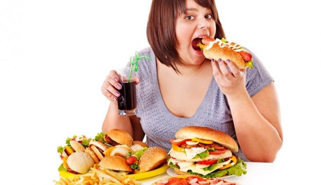 Foto: Comportamente care demonstrează că suferiţi de compulsie alimentară. Cere ajutor!