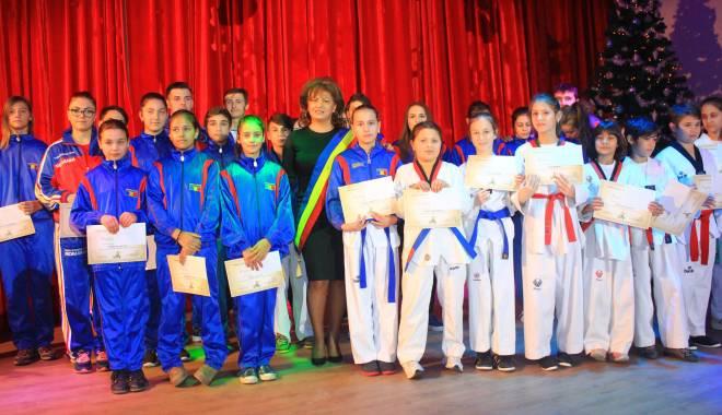Comuna Mihail Kogălniceanu, în sărbătoare.  Olimpicii şi sportivii, răsplătiţi pentru premiile obţinute - comunakogalniceanu15-1450077325.jpg