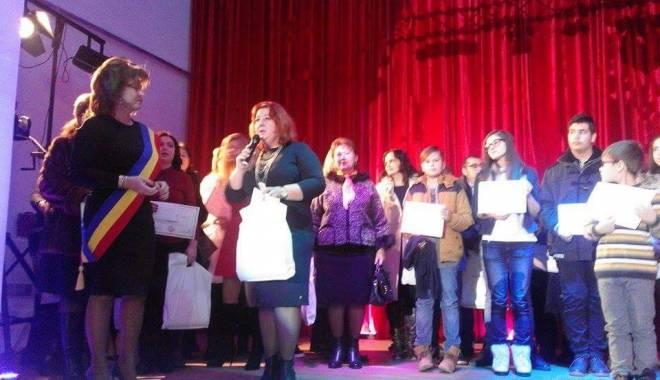 Comuna Mihail Kogălniceanu, în sărbătoare.  Olimpicii şi sportivii, răsplătiţi pentru premiile obţinute - comunakogalniceanu26-1450076742.jpg