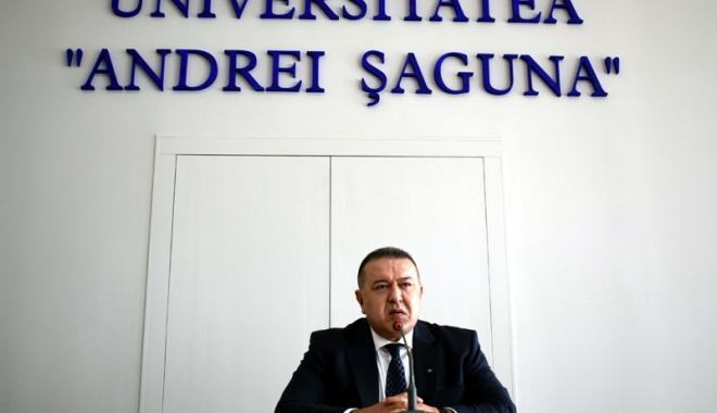 """Foto: Mihai Daraban le-a vorbit studenţilor despre """"panorama necosmetizată a economiei româneşti"""""""
