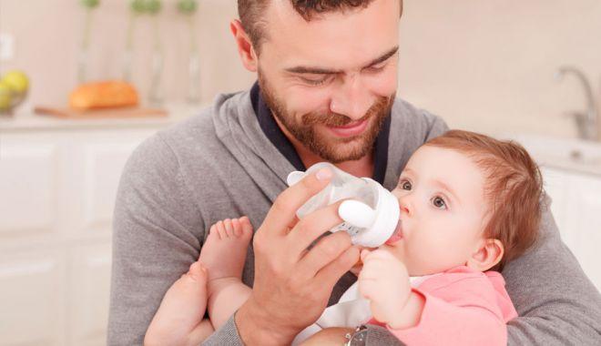 Foto: Propunere legislativă. Concediul paternal ar putea creşte de la 5 la 7 zile