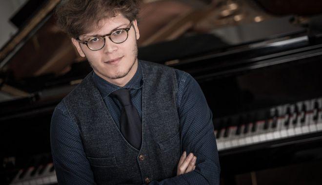 "Foto: Concert simfonic la Teatrul ""Oleg Danovski"""