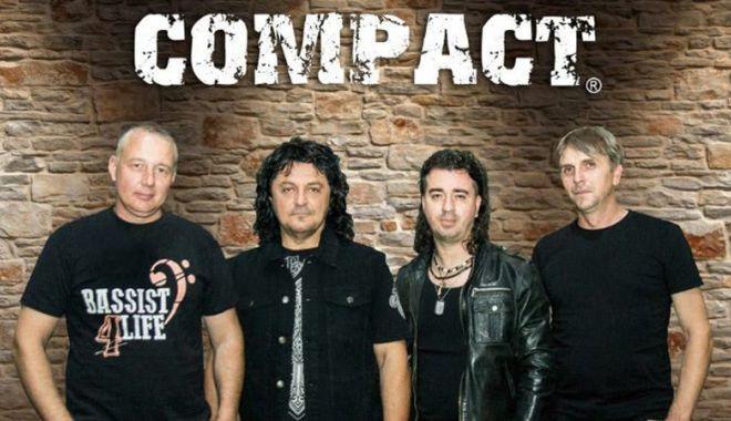 """Foto: """"Compact"""" cântă, de Mărţişor, la Constanţa"""