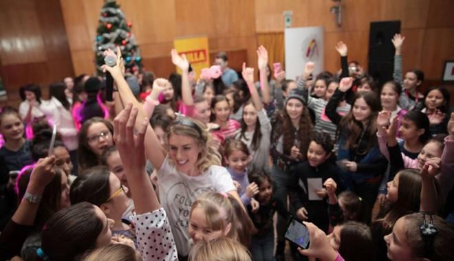 Corina a susținut un concert la Liceul de Artă - concertcorina2-1450469073.jpg