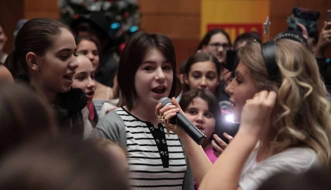 Foto: Corina a susţinut un concert la Liceul de Artă