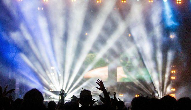 Foto: Concertele programate pentru luna aprilie trec online